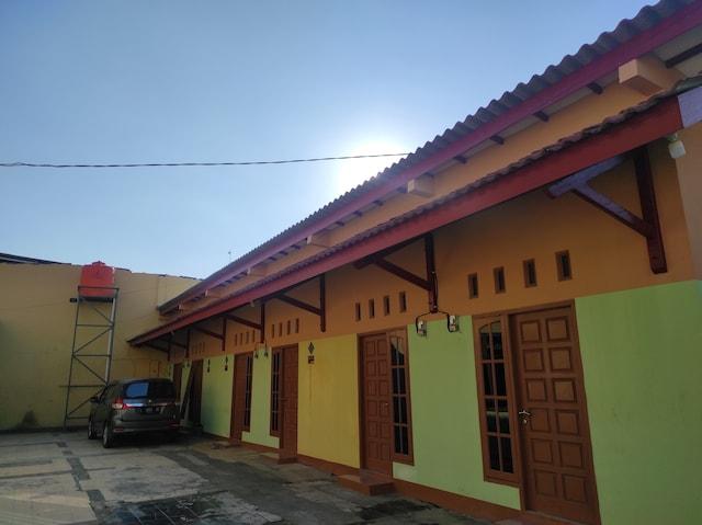 OYO 90648 Kusnan Guest House Syariah