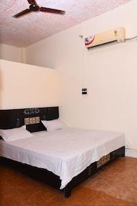 OYO 82799 Vr Hotels & Restaurants