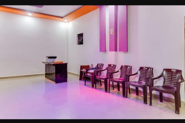 SPOT ON 82835 Mangalam Lodge