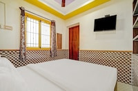 OYO Flagship  82901 Multicolor Home Stay