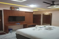 POP 83006 Hotel Mannat Inn