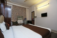 OYO 6886 Hotel Gold Palace