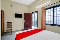 OYO 83172 Royal Rooms