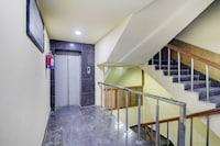 Collection O 83180 Hotel Raunak International