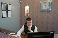 OYO Broadfield Park Hotel