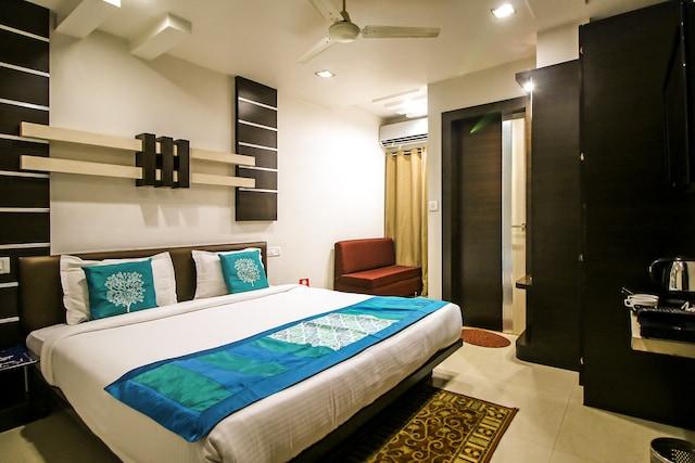 OYO Rooms 008 Jeevan Shah
