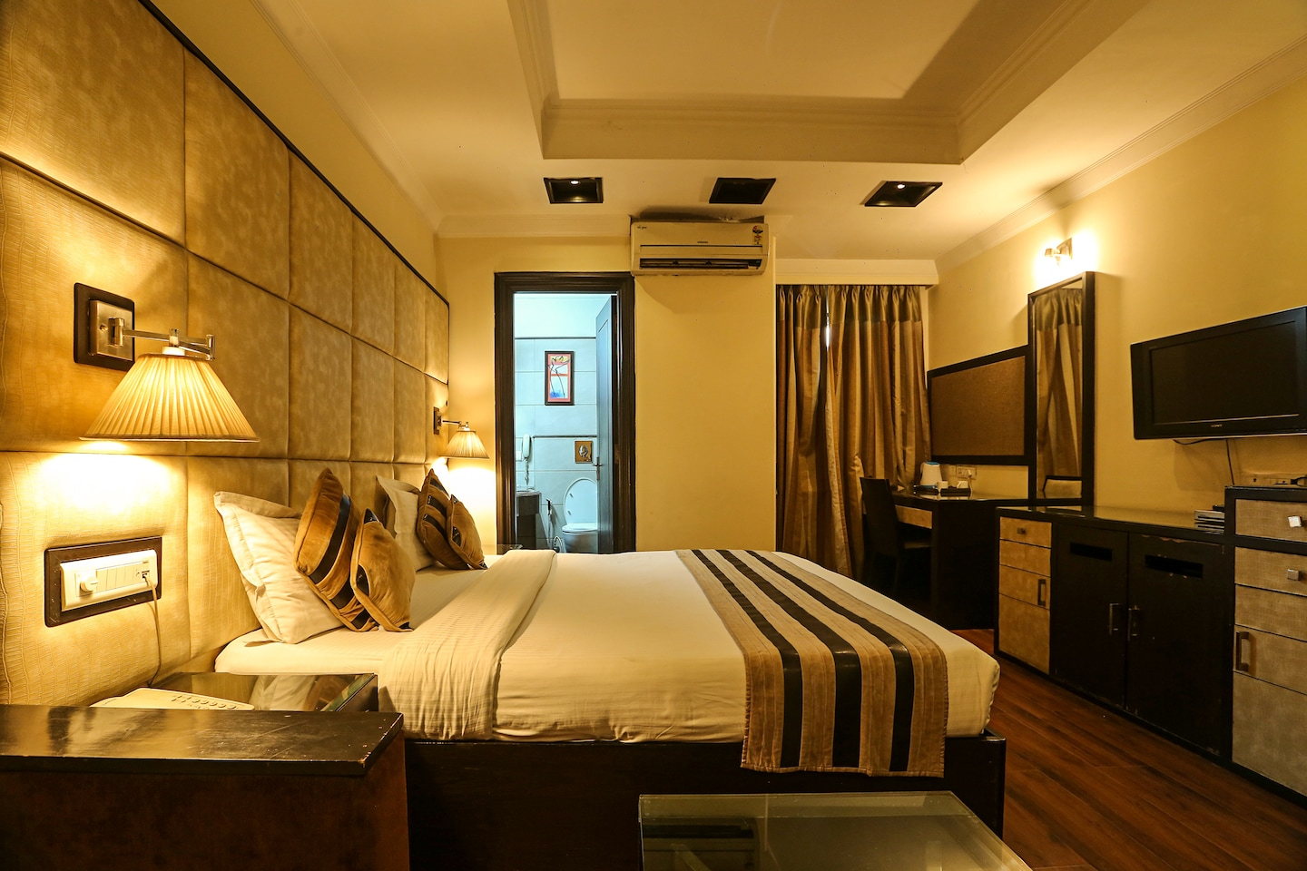 OYO Rooms 666 Nehru Place Near Metro Station Room-1