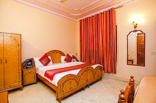 OYO Rooms 668 Bank Street Karol Bagh