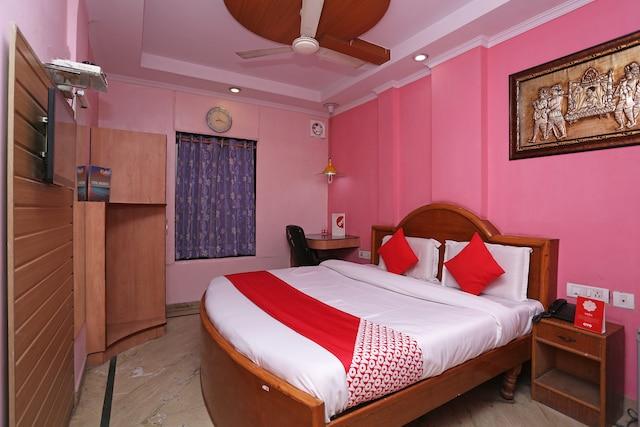 OYO 7147 Hotel Madhur Regency