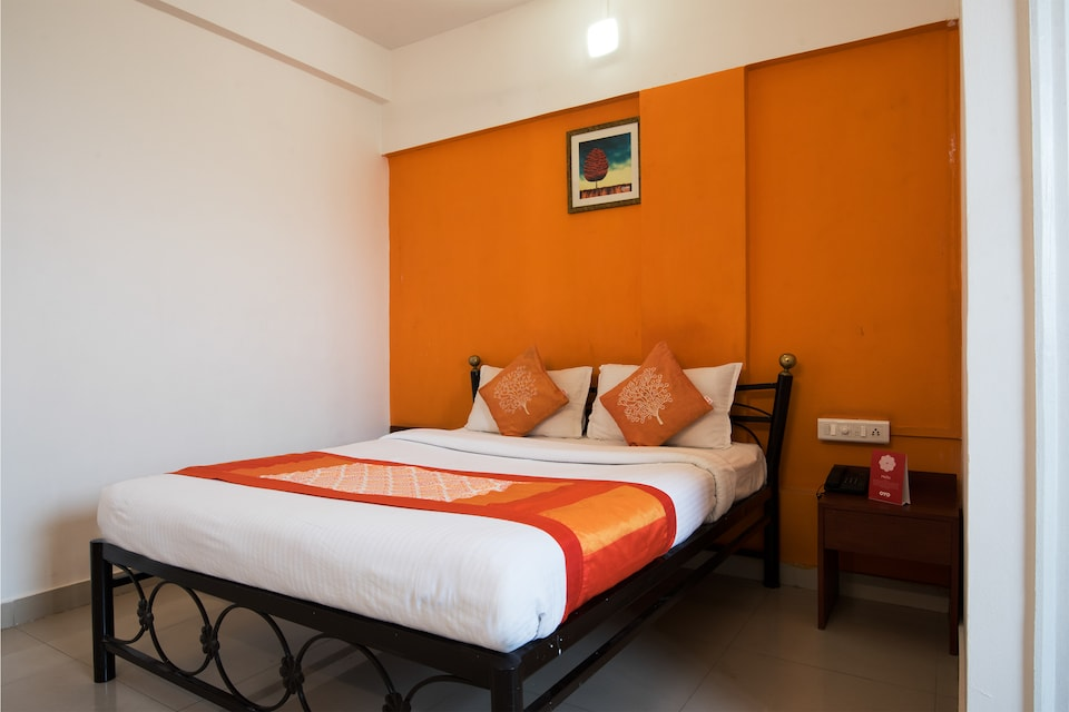 OYO 1065 Hotel HMR Royal Inn