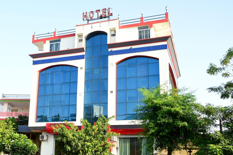 OYO 7238 Hotel Mansarovar Palace Facade-1