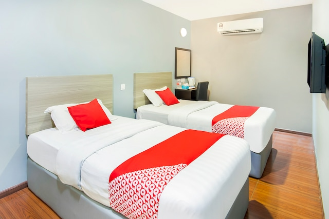 OYO 383 V3 Hotel Nusajaya