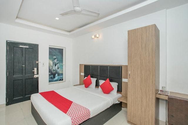 OYO 7558 Galaxy Comfort Inn