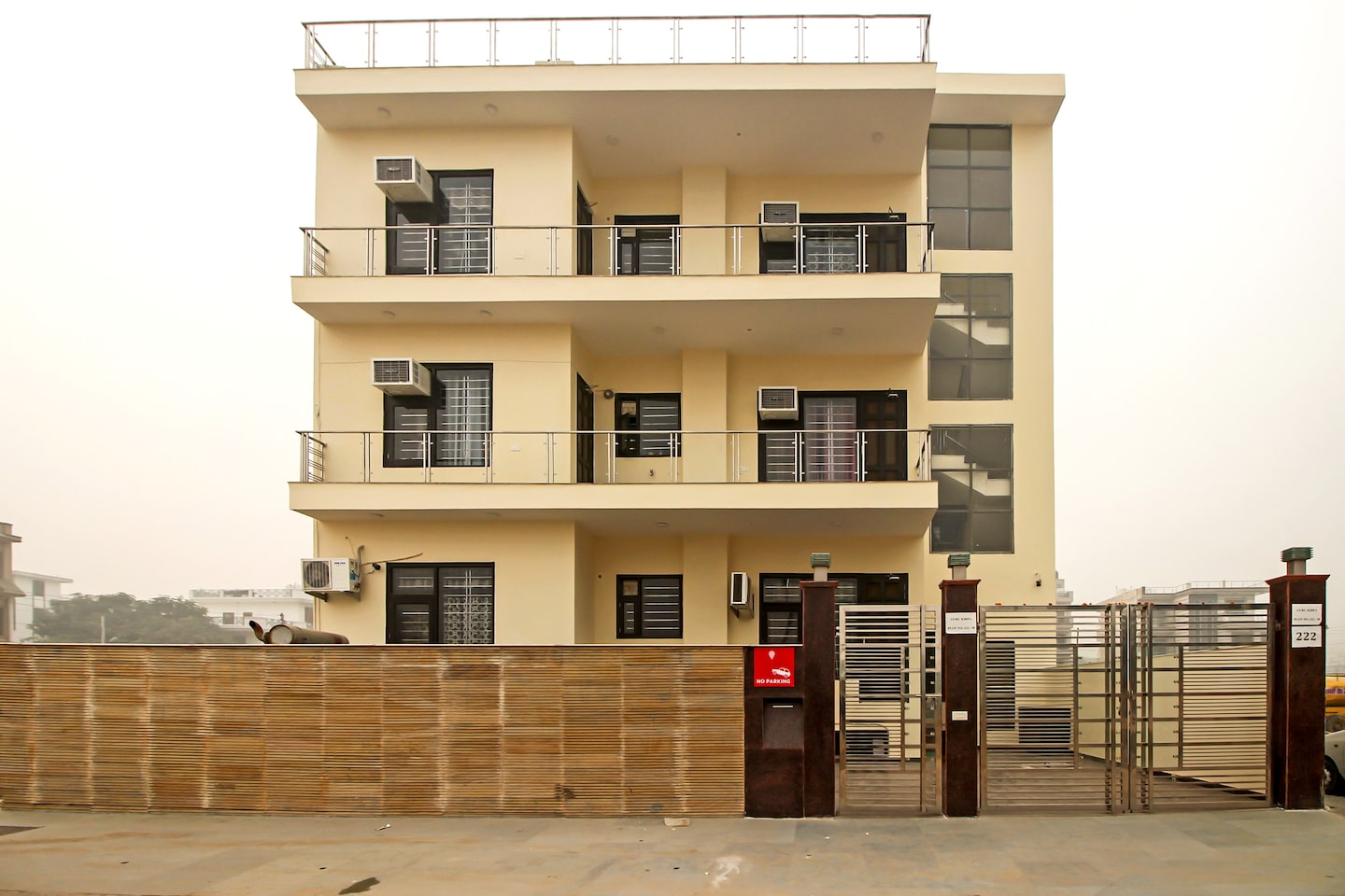 OYO Rooms 694 Near Medanta Hospital Facade-1