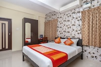 OYO 7575 ITS South East Residency Deluxe