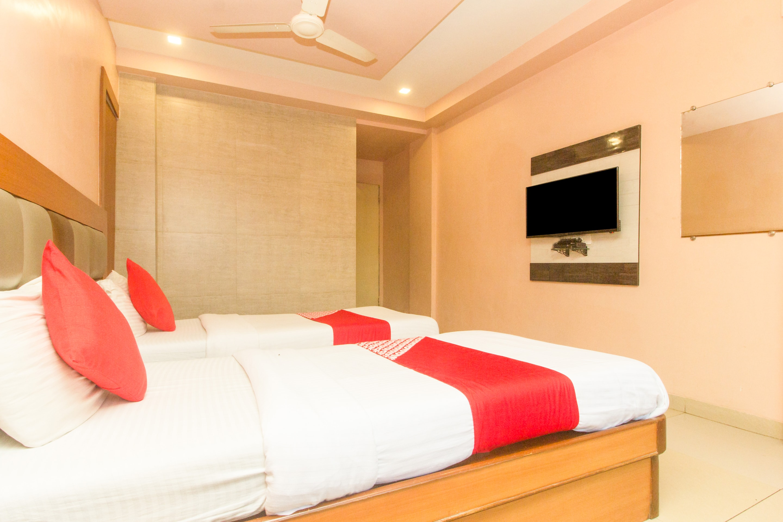 OYO 7727 Hotel Sarovar Grand