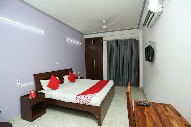 OYO 7785 Noida Castle
