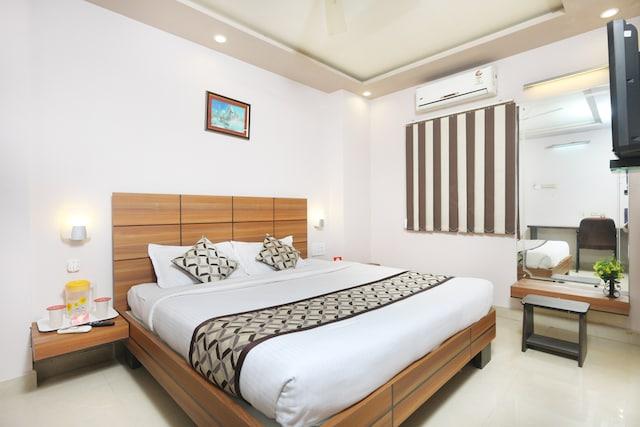 OYO 7810 Keshiv Galaxy Inn
