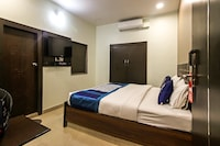 OYO 7843 Hotel Confirm Inn