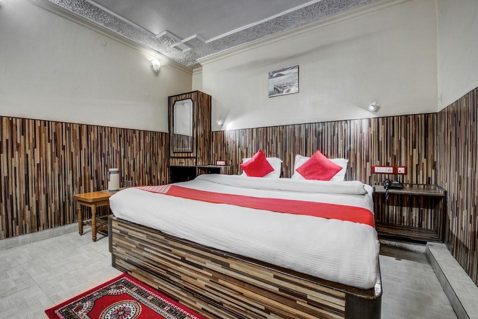 OYO 7852 Hotel Embassy