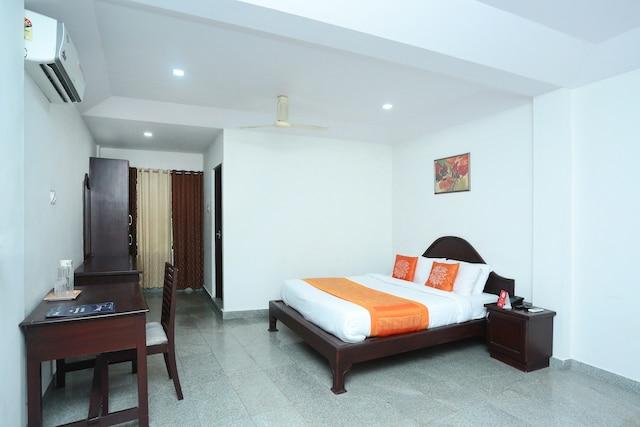 OYO 9902 Nedumparambil Residency