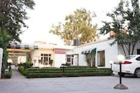 OYO 8086 Motel Maurya