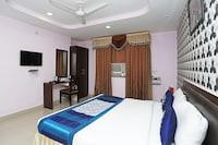 OYO 8177 Hotel Silver Oak