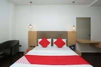 OYO 8183 Hotel Sandal Wood Deluxe