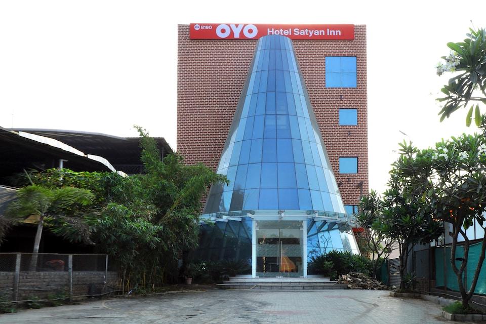 OYO 8190 Hotel Satyan Inn