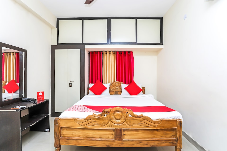 OYO 8222 Capital Guest House 2