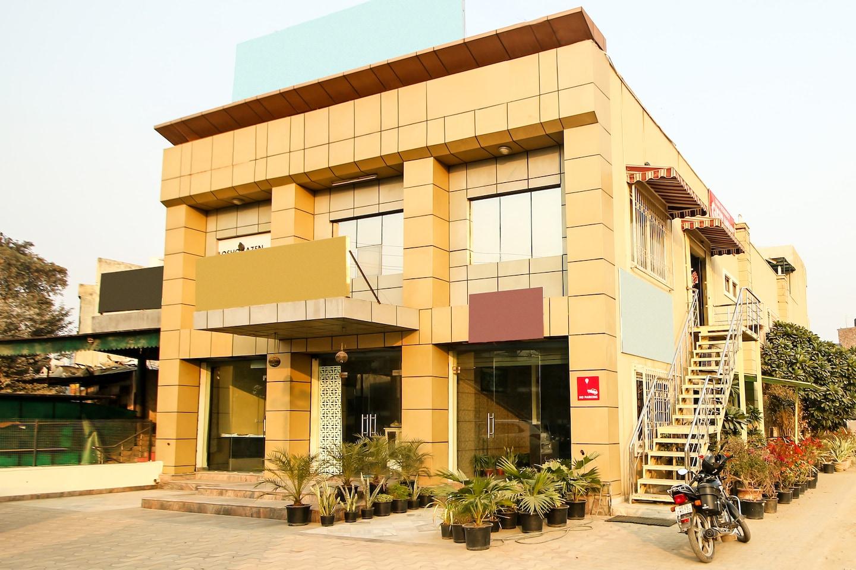 OYO 8240 Golden Park Palam Vihar -1