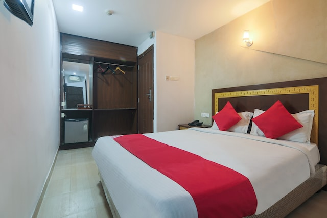 OYO 8326 Hotel The Silk Routee