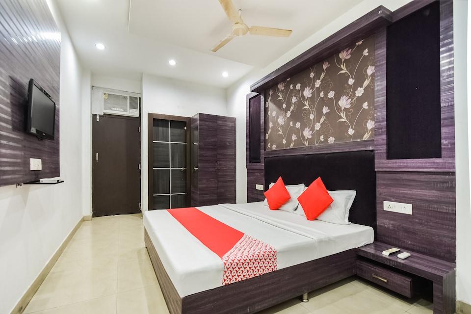 OYO 8429 Hotel Raj