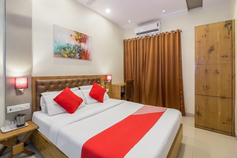 OYO 8490 Hotel Grandeur -1