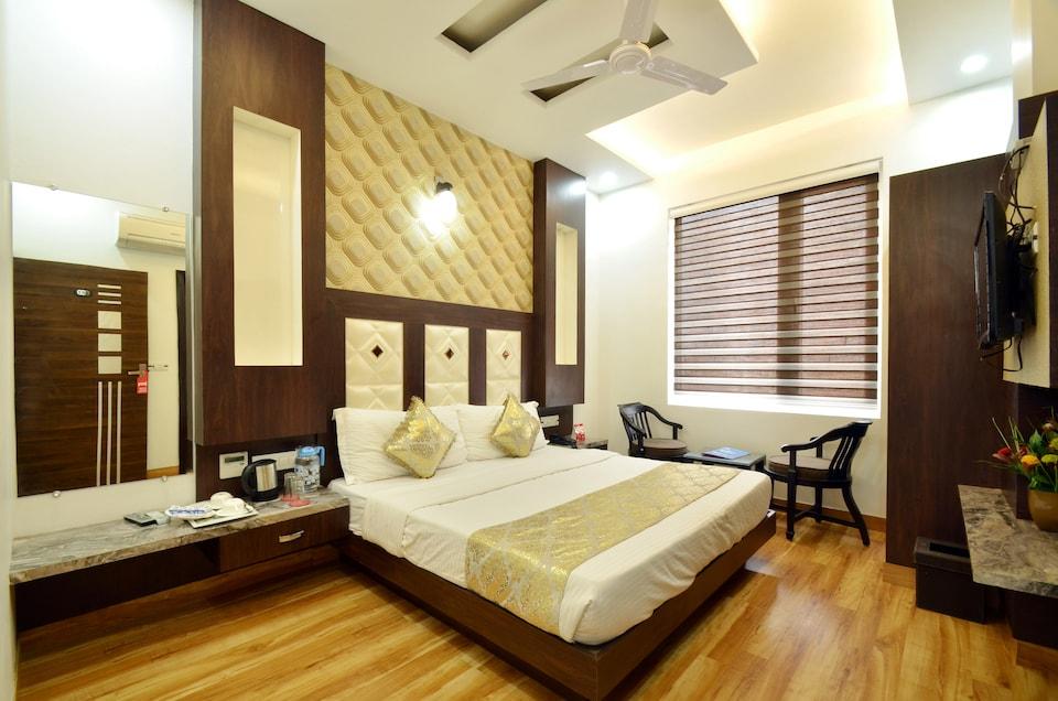 OYO 8521 Hotel Aman Residency