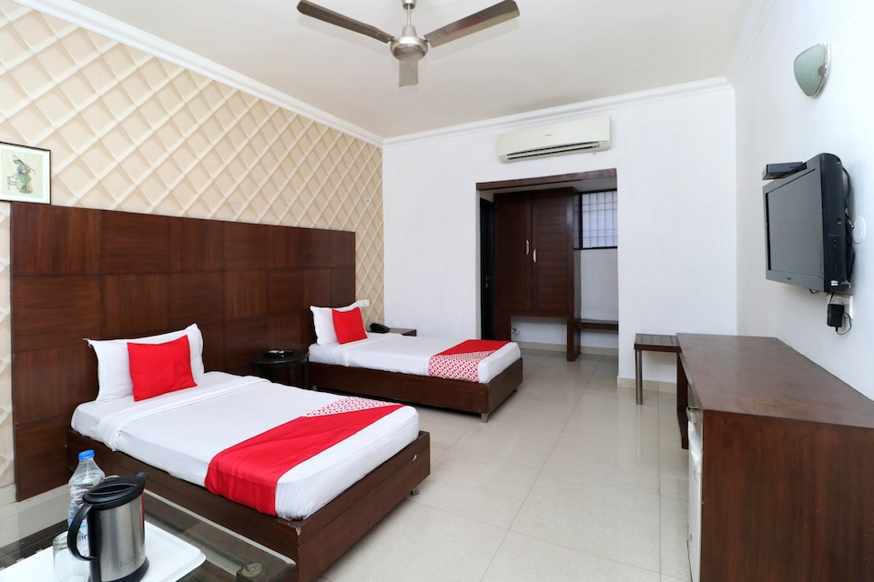 OYO 8627 Hotel Space