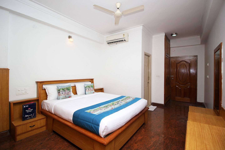OYO 8646 Mahendra Hotel -1