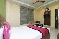 OYO 8657 Hotel Royal Castle