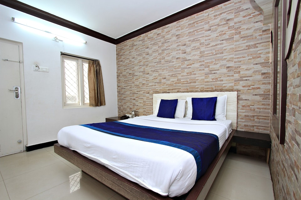 OYO 8736 Hotel Pratham International