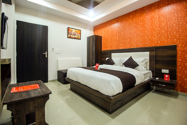 OYO 8864 Hotel Royal City