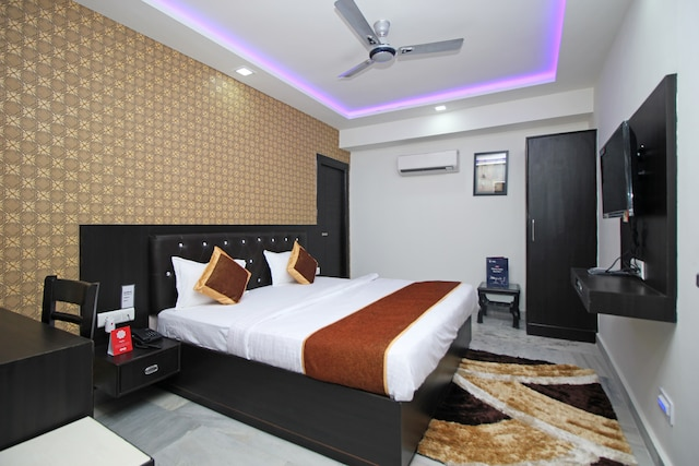 OYO Rooms 114 Near Four Points By Sheraton