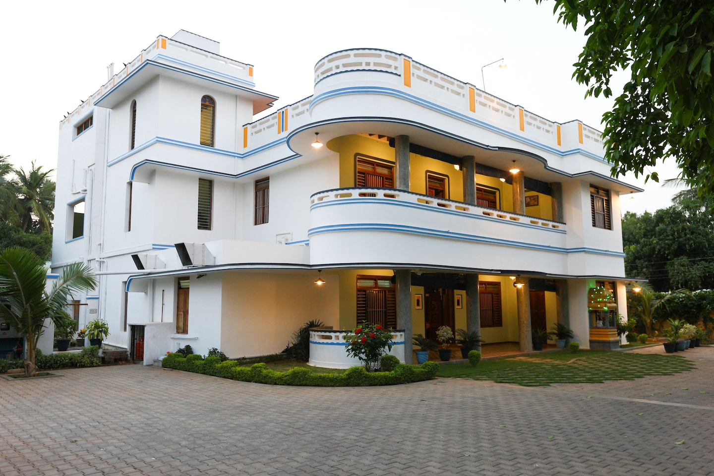 Oyo 8928 home stay les boganveillea budget pondicherry book 7346 oyo Budget hotels in pondicherry with swimming pool
