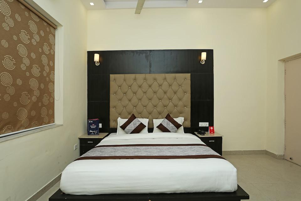 OYO 8983 Royal Inn