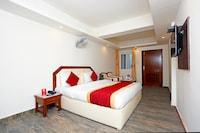OYO 8989 Hotel Raj Deluxe