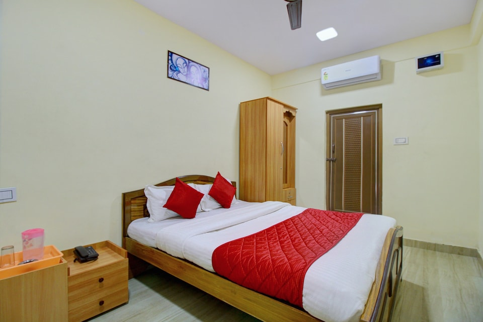 OYO 8937 Ragu Residency