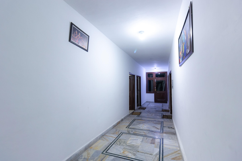 OYO 8951 Hotel Royal Regency