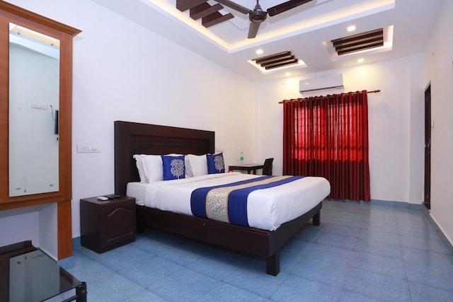 OYO 8964 Malabar Plaza Hotel