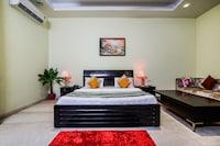 OYO 9072 Noida Dreamz Saver
