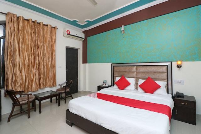 OYO 9905 Hotel Doon Star