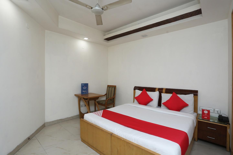 OYO 1233 Hotel Bharat Palace -1